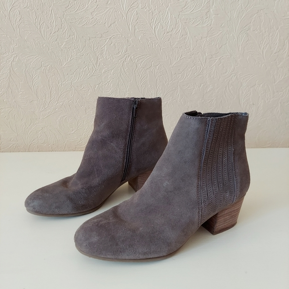 Crown Vintage Ryder Taupe Suede Ankle Bootie 8.5